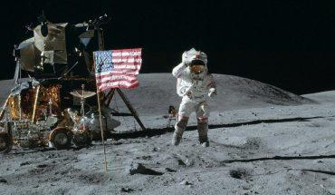 http://3.bp.blogspot.com/-4vx5PRtimxk/T7afzpsCkxI/AAAAAAAAAK8/nZFv4T7BhtE/s1600/Moon+Landing+1920x1200+wallpaper.jpg